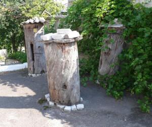 Борти у краеведческого музея в Олевске