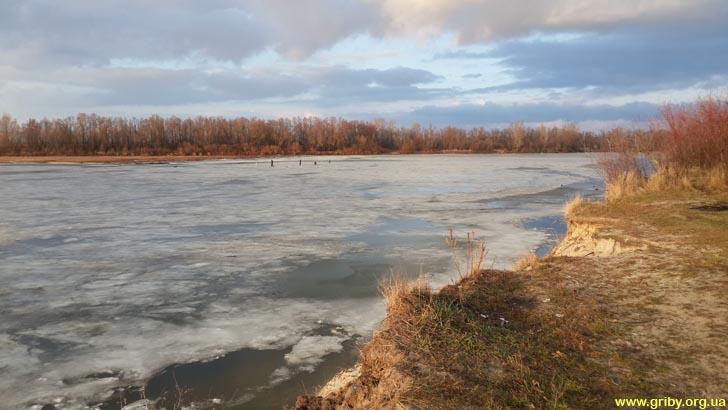 Рыбаки на Десне зимой